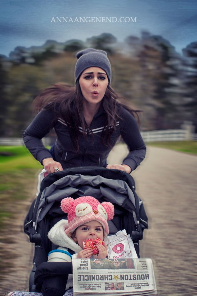 Mom turns chaotic life with toddler into fun photo series. 21 880