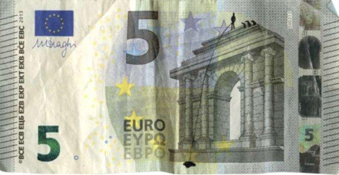 banconote euro protesta grecia 13