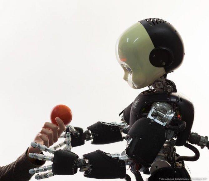 Tecnologia: icub, il mini robot muove i primi passi