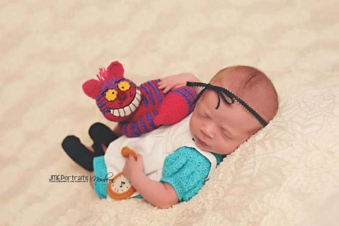 geeky newborn baby photography 568 880