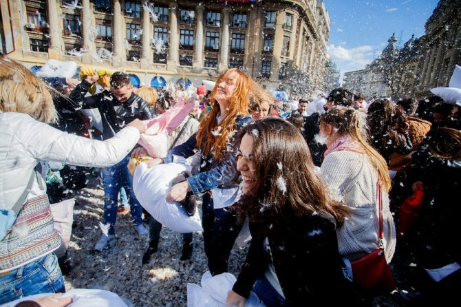 pillow fight documentary photography 005 880
