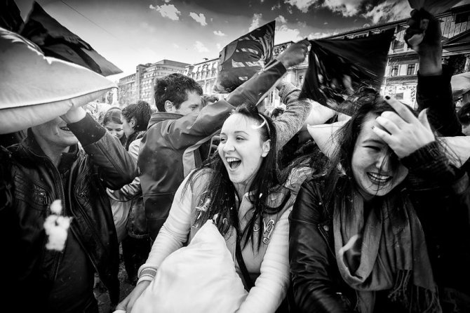 pillow fight documentary photography 016 880