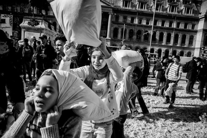 pillow fight documentary photography 037 880