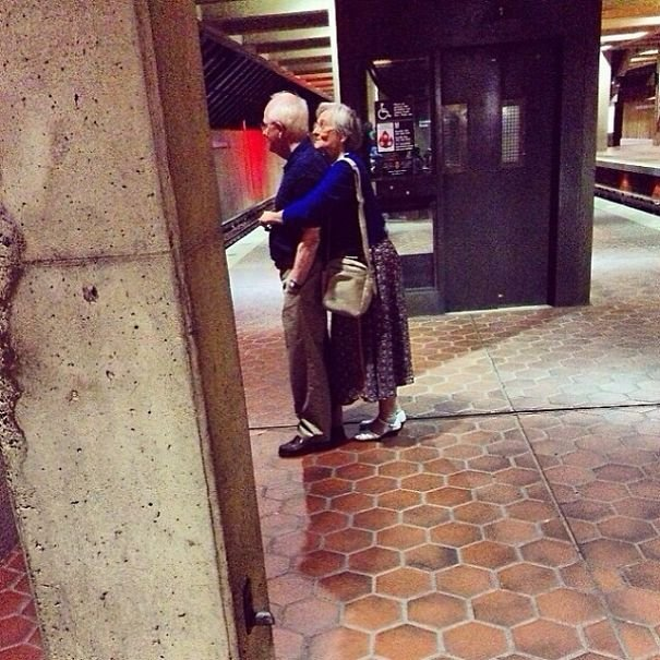 XX Photos Proving That Couples Can Have Fun At Any Age 605