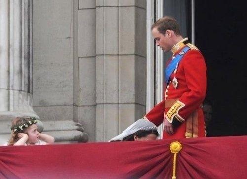 the-royal-blow-job-23435-1304133621-4