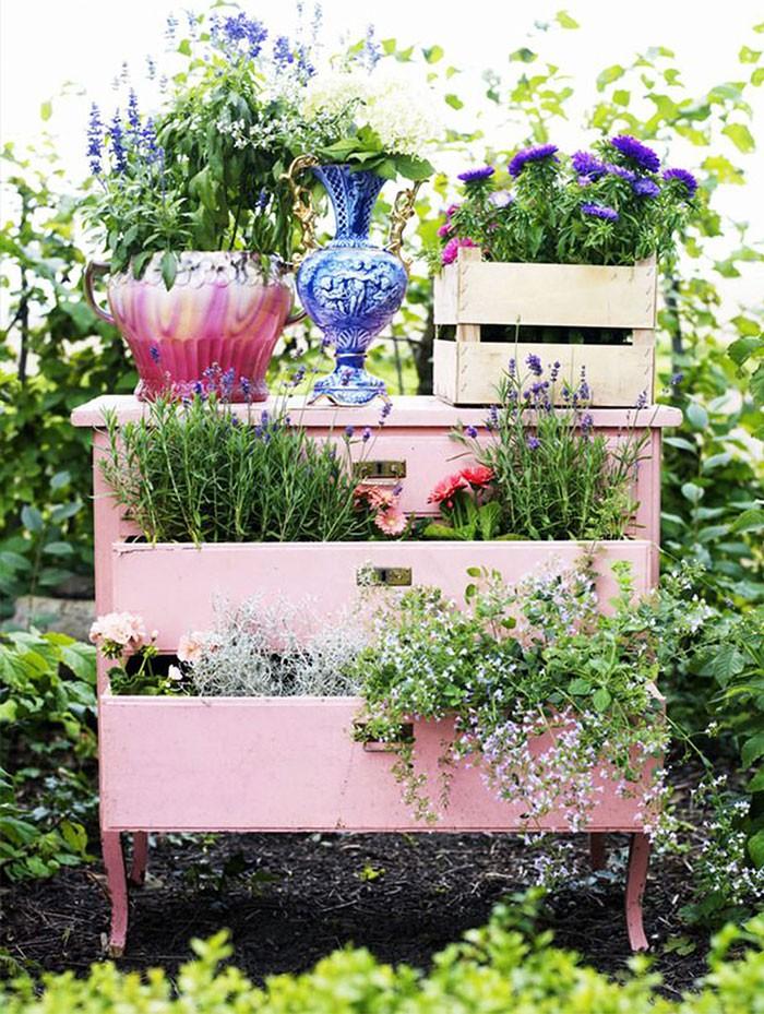 Populaire Come riutilizzare i tuoi vecchi mobili e decorare un giardino da  KI07