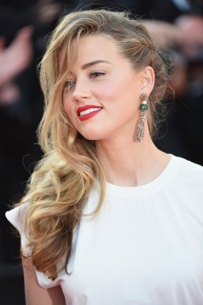 "CANNES, FRANCE - MAY 20: Amber Heard attends the ""Two Days, One Night"" (Deux Jours, Une Nuit) premiere during the 67th Annual Cannes Film Festival on May 20, 2014 in Cannes, France. (Photo by Ian Gavan/Getty Images)"