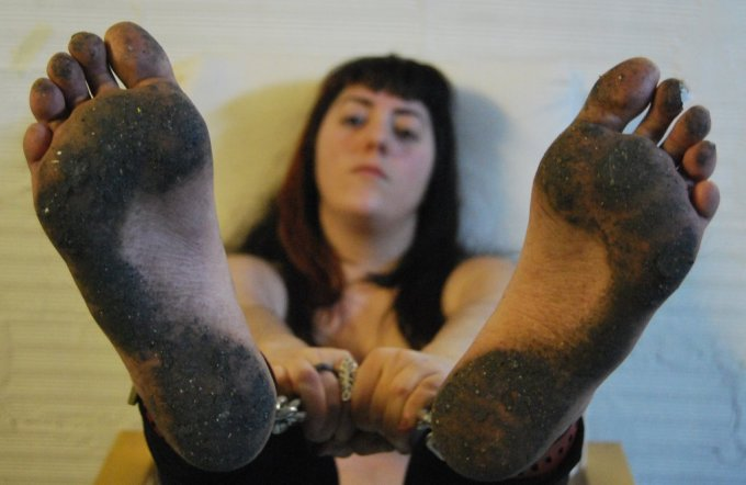 dirty_feet_by_gypsybarefootcecilia-d6uc6hd