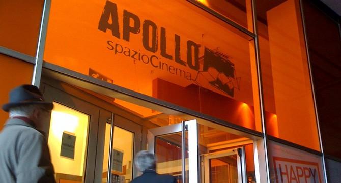 L'ingresso del Cinema Apollo a Milano