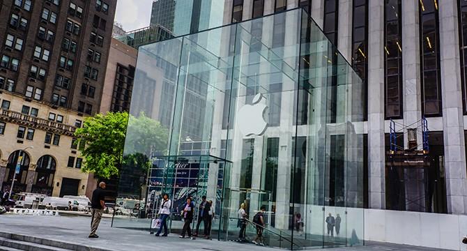 L'Apple Store con cubo di vetro sulla Quinta Strada a New York