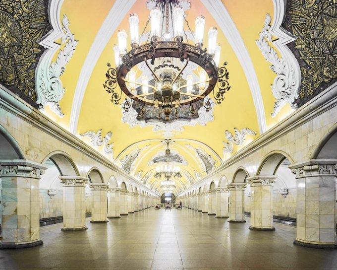 Fermata Komsomolskaya, Mosca