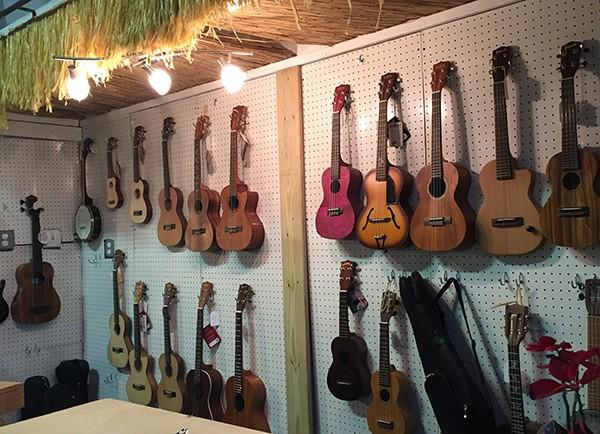 ukulele banjo uke hut