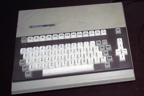 The PK-01 LVOV. Prodotto a partire dal 1987, le sue ultime versioni permettevano una memoria di 128 KB e un display a 256 colori