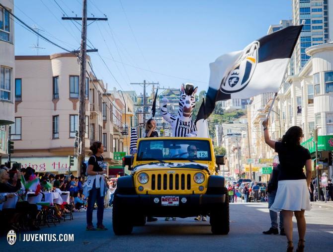 Bandiere bianconere a San Francisco