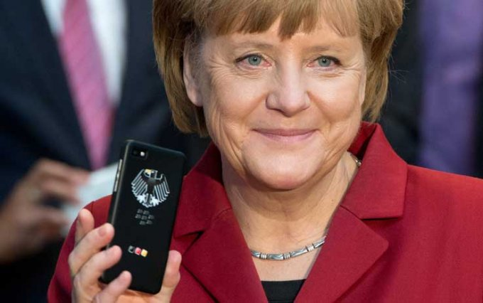 angela_merkel_cellulare_getty_01
