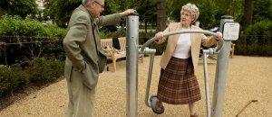 anziani-parco-giochi