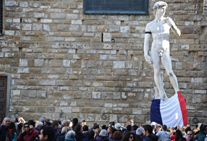 Michelangelo's David with a black ribbon to support Paris after terrorism attacks, Florence, 14 November 2015. ANSA/MAURIZIO DEGL'INNOCENTI