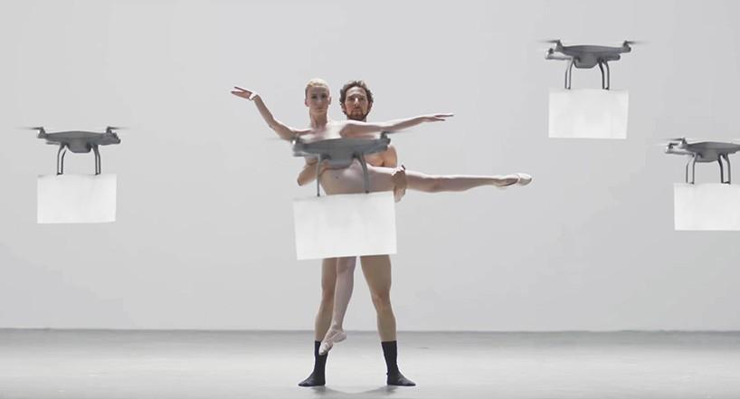 Droni censurano perfettamente due ballerini nudi di uno spot giapponese