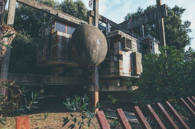 oliver astrologo architectural photography giuseppe perugini ruins casa sperimentale designboom 01