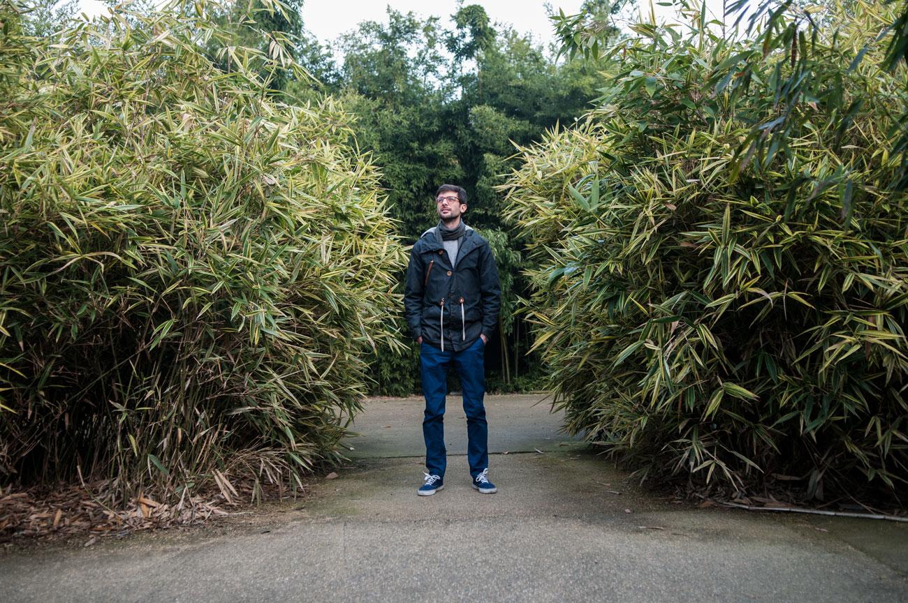 Edoardo Pepino tra i bambù del labirinto di Fontanellato