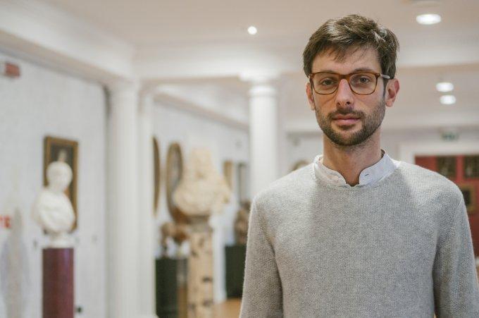Edoardo Pepino all'interno del museo che ospita la collezione di Franco Maria Ricci.