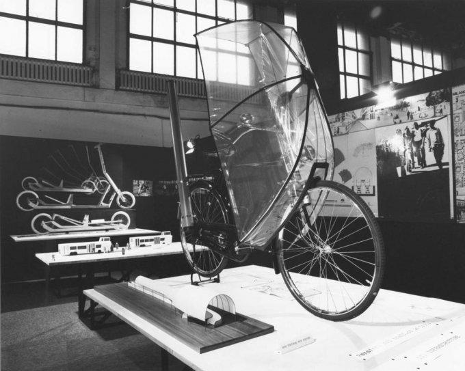 Ombrello per bicicletta, 1976