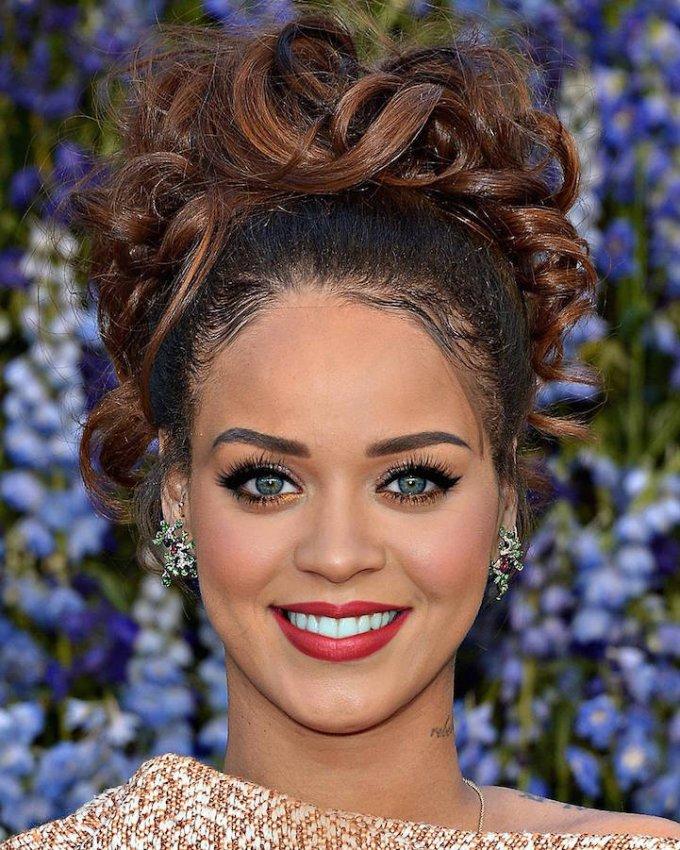 Un po' Katy Perry, un po' Rihanna. Molto carina anche in versione mashup