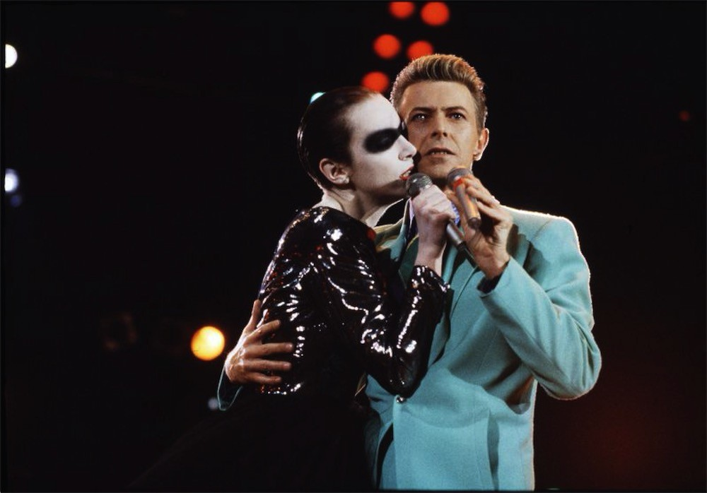 ©Michael Putland, Annie Lennox and David Bowie performing at the Freddie Mercury tribute Wembley stadium 1992