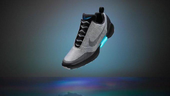 Nike ha fatto le scarpe che si allacciano da sole, come quelle di Ritorno al Futuro