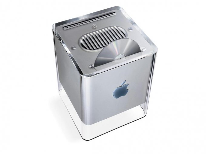 Apple-Macintosh-G4-Cube-with-disk