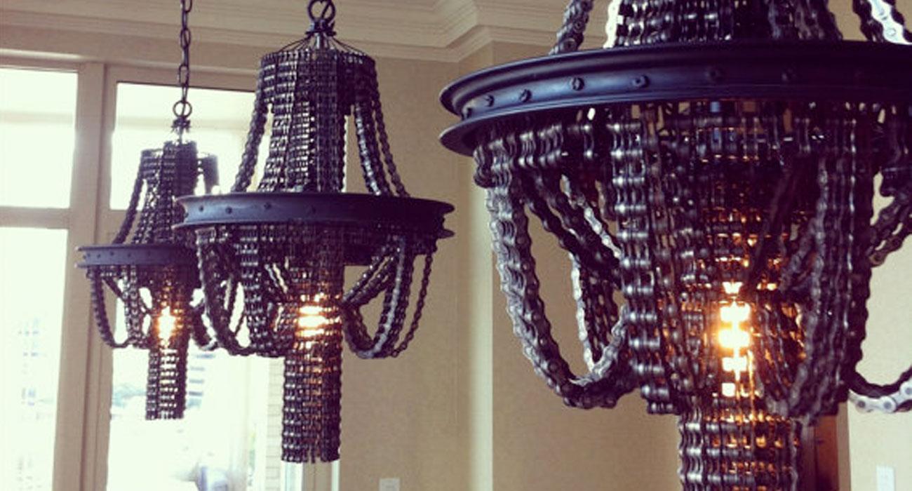 Gli splendidi lampadari realizzati con le catene di vecchie biciclette