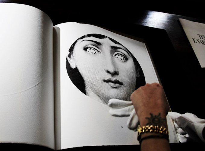 """""""Tema e variazioni"""", il libro d'arte in 100 copie di Fornasetti per il Salone del Mobile 2016"""