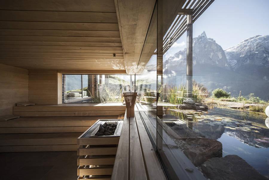 Questo hotel in legno e pietra è un rifugio da sogno sulle dolomiti