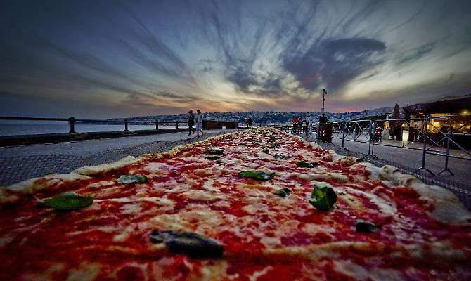 La pizza più lunga del mondo
