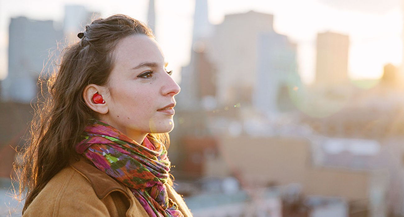 Questi auricolari traducono qualsiasi lingua in tempo reale