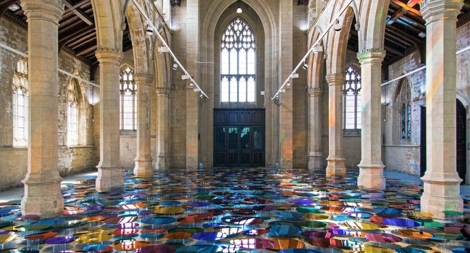 cattedrale arcobaleno Our Colour Reflection, di Liz West