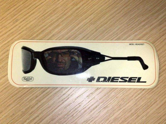Simulacro di occhiale di Vasco Rossi, data imprecisata, 1998 circa vacanze anni novanta