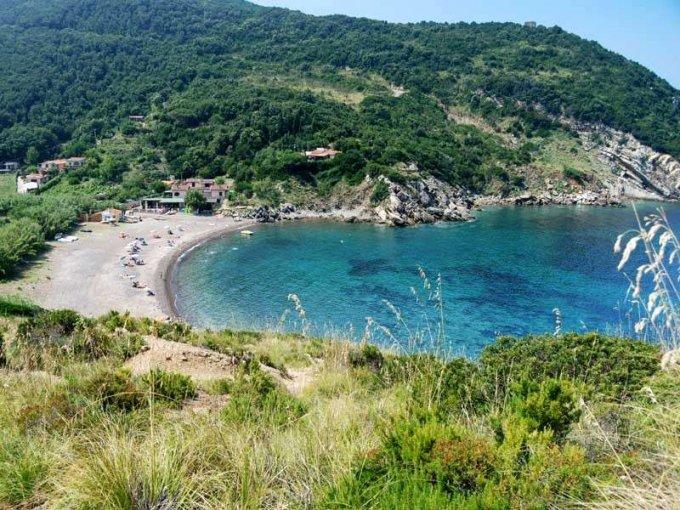 cala-dei-mangani-allisola-delba spiagge libere più belle d'Italia