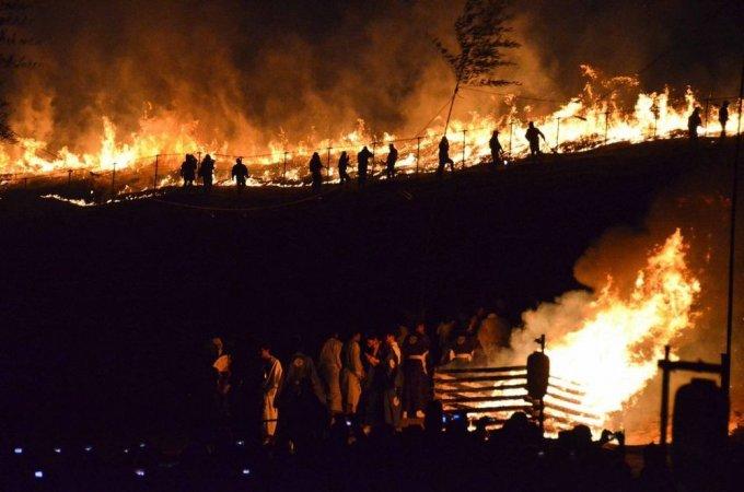 Il festival della montagna incendiata