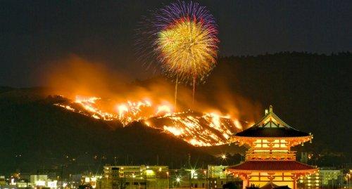 montagna che brucia giappone Festival Yamayaki