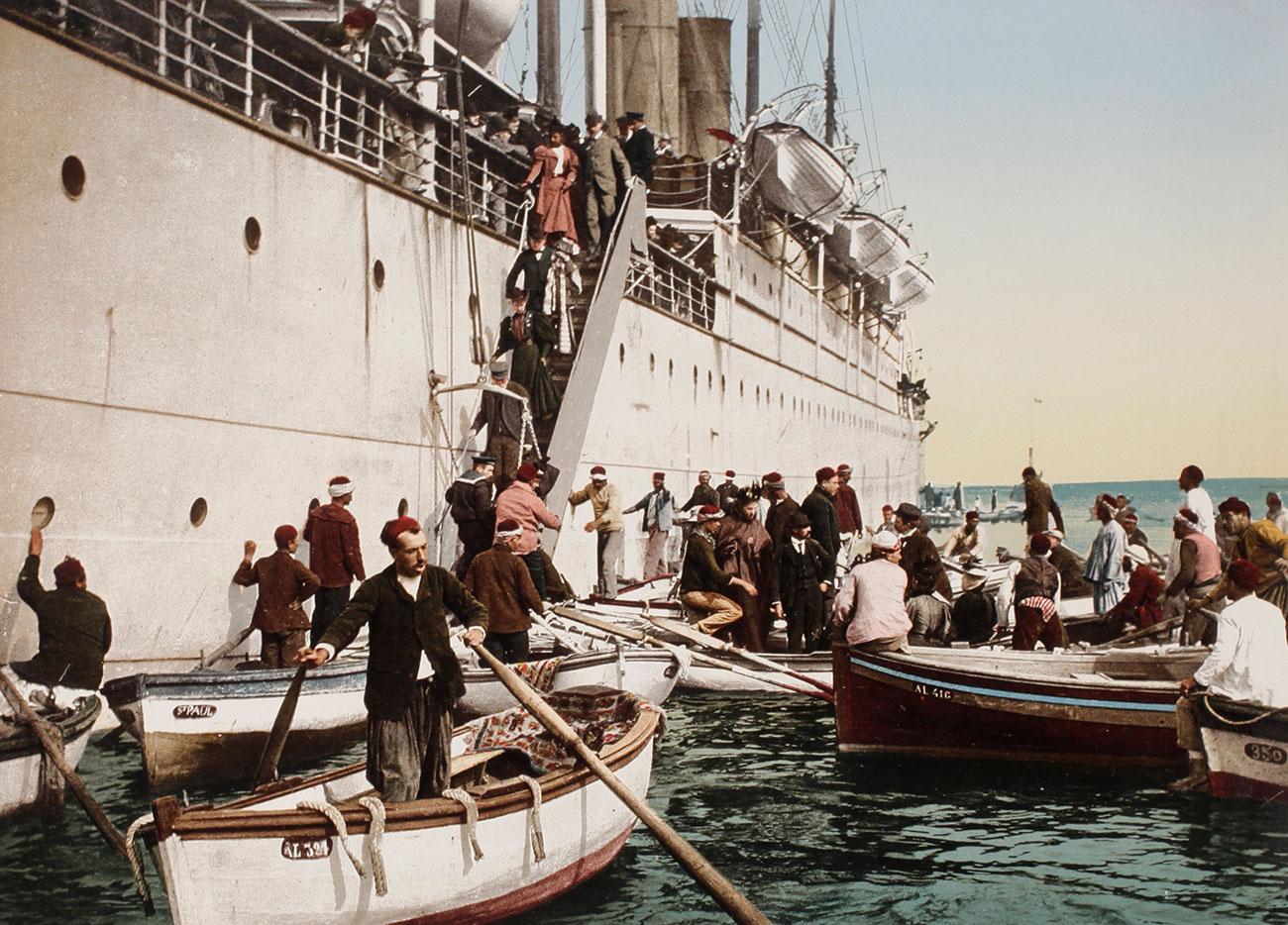 Sbarco da un battello a vapore ad Algeri