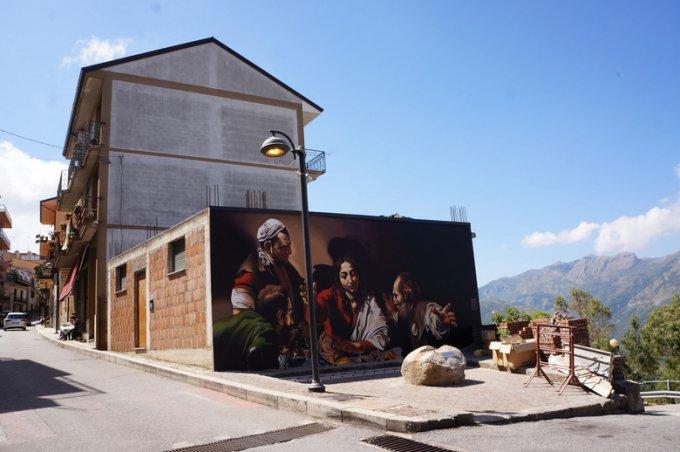 Caravaggio in strada, un'altra magnifica opera di Andrea Ravo Mattoni-3