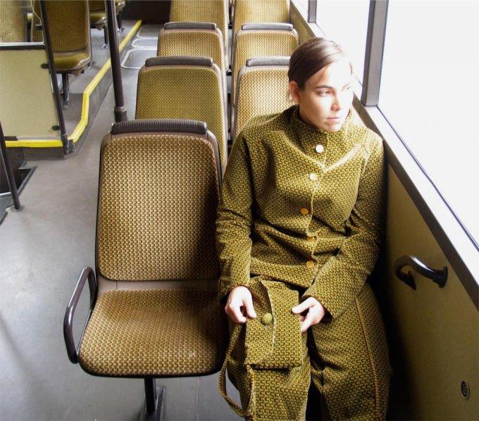 I vestiti ricavati dai sedili dei mezzi pubblici