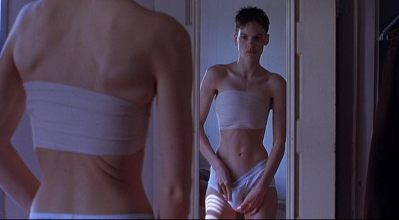 Per il ruolo transgender recitato in Boys Don't Cry, l'attrice è dimagrita talmente che la massa grassa del suo corpo era appena del 7%. Per un mese ha vissuto con delle fasce elastiche sul seno, proprio come la protagonista del suo film.