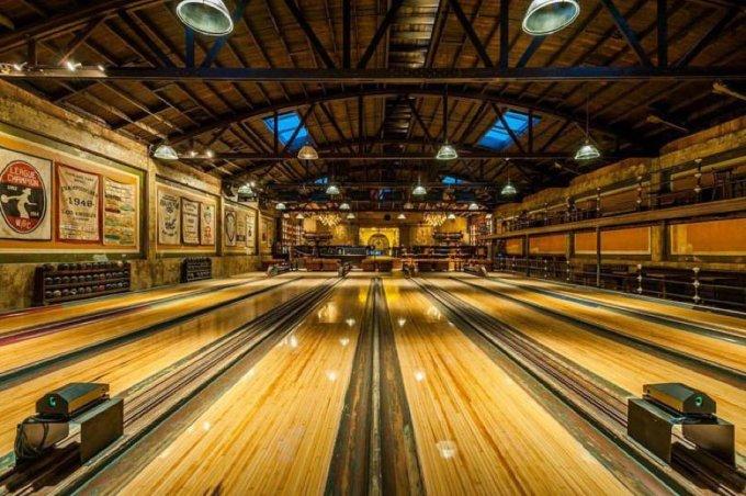 La bellissima sala da bowling del 1927