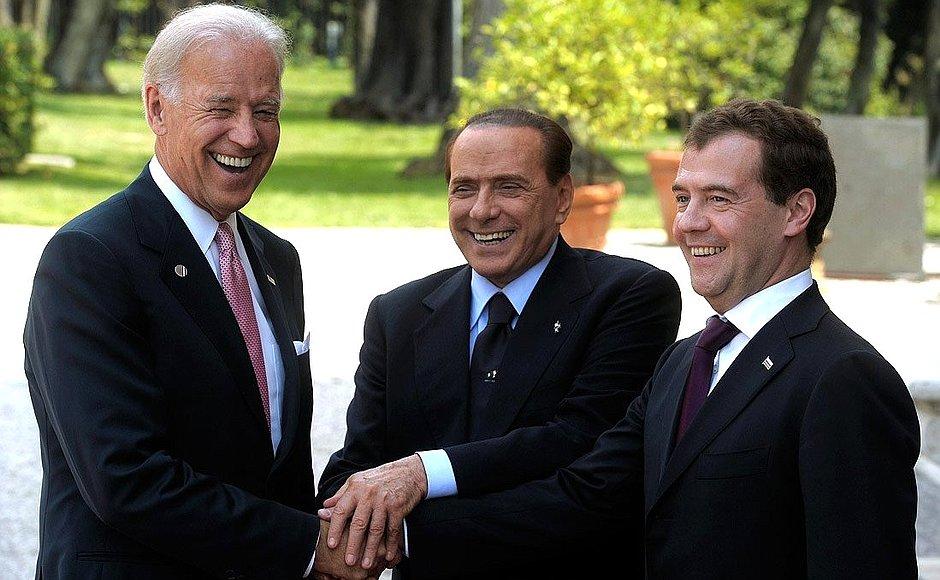 Berlusconi con Biden e Medvedev