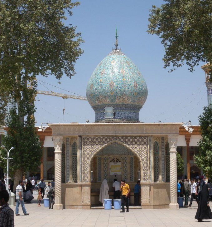Questa moschea è talmente bella che sembra provenire da un altro pianeta