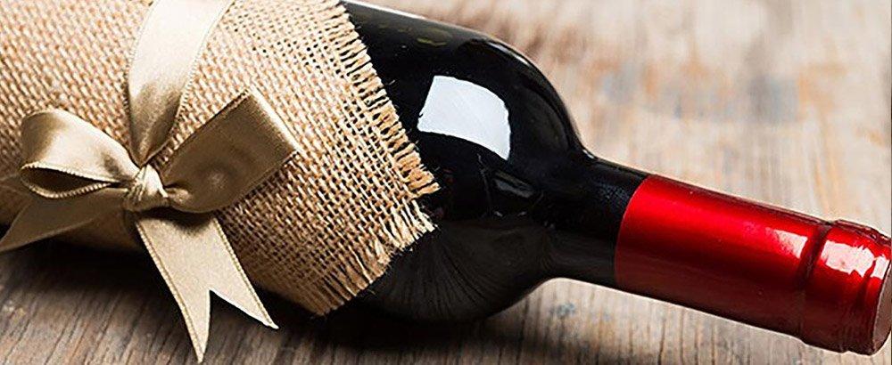10 ottimi vini rossi sotto i 15 euro da bere a Natale