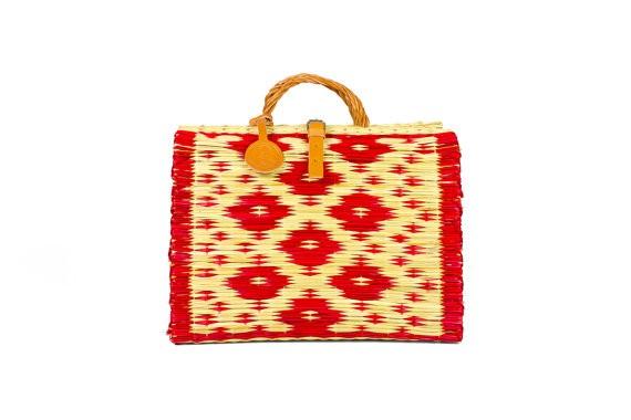 Una borsa tipicamente estiva dal Portogallo, con un disegno fantasia. Realizzata in canna, salice e pelle. Costa 49 € e si compra qui