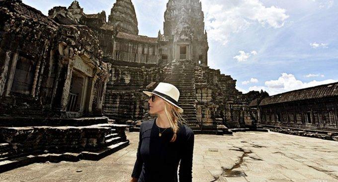 ragazza-viaggio visitare tutti paesi mondo